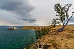 Widok szaman skała baikal jeziora baikal jezioro olkhon Rosji wyspy Rosja Zdjęcie Stock