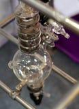 Widok szklany artykuły w laboratorium lub pharma przemysle fotografia stock