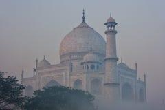 Widok Taj Mahal w wczesny poranek mgle, Agra, Uttar Pradesh, Ind Zdjęcie Royalty Free