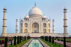 Widok Taj Mahal w wczesnym poranku, Agra, Uttar Pradesh, India obrazy royalty free