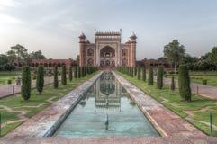 Widok Taj Mahal Wielka brama - Darwaza ja rauza Fotografia Royalty Free