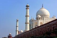Widok Taj Mahal z piaskowiec ścianą od Yamuna rzeki, Agra, U Zdjęcie Royalty Free