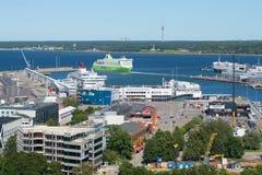Widok Tallinn pasażera port na pogodnym letnim dniu Estonia Obrazy Stock