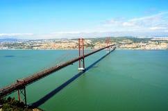 Widok 25th Kwietnia most w Lisbon Zdjęcia Stock