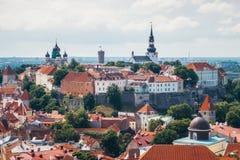 Widok Toompea wzgórze od wierza St Olaf& x27; s kościół w Tallinn obraz royalty free