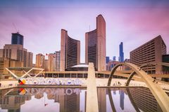 Widok Toronto urz?d miasta na wiecz?r zdjęcie royalty free
