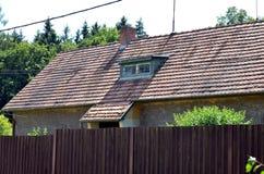 Widok tradycyjny wioska dom z niebieskim niebem, republika czech zdjęcia stock