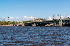 Widok Troitsky most od pałac bulwaru w St Petersburg, Rosja Obrazy Stock