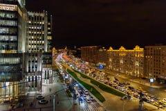 Widok ulica na ogródu pierścionku od dachu dom przy nocą moscow Rosja Zdjęcie Stock