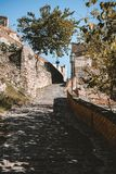 Widok ulica w Savoca wiosce w Sicily, Włochy zdjęcia stock