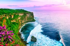 Widok Uluwatu faleza z pawilonem i błękitnym morzem w Bali, Indone obrazy stock