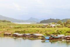 Widok unosi się na rzece Mon wioska Obraz Stock