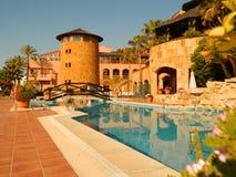 Widok urlopowy hotel z basenem Zdjęcia Stock