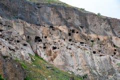 Widok Vardzia zawala się Vardzia jest jama monasteru miejscem w południowym Gruzja, wykopującym od skłonów Erusheti góra dalej zdjęcie stock