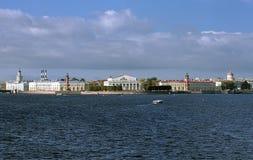 Widok Vasilievsky wyspa w Świątobliwym Petersburg Obrazy Royalty Free