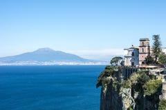 Widok Vesuvius od Vico Equense blisko Sorrento Obraz Stock