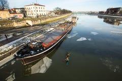 Widok Vistula rzeka w historycznym centrum miasta Vistula jest długim i wielkim rzeką w Polska Obrazy Royalty Free