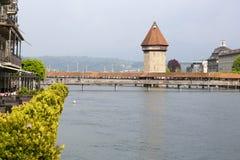 Widok w kierunku kaplica mosta, wierza i Zdjęcia Stock