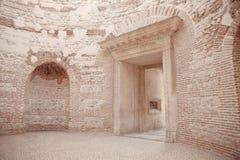 Widok Wejściowy przedsionek Diocletian ` s pałac perystyl zdjęcia royalty free