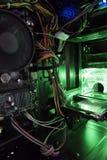 Widok wewnętrzna struktura komputer osobisty z zielonym światłem od Zdjęcie Stock