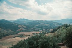 Widok wieś od miasteczka Vigoleno obrazy stock