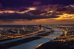 Widok Wiedeń Austria przyglądający południowi wschody od Leopoldsberg przy wschodem słońca Zdjęcie Royalty Free