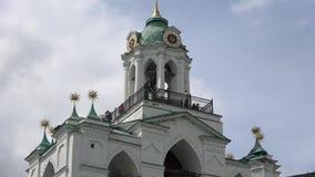 Widok wierzchołek dzwonnica Spaso-Preobrazhensky monaster yaroslavl zdjęcie wideo