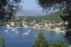 Widok wioska Lopud, Chorwacja panorama wśród drzew, fotografia royalty free