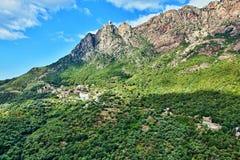 Widok wioska Ota i góry na Corsica Obrazy Stock