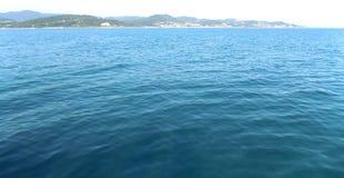 Widok wybrzeże od statku od daleko Obrazy Stock
