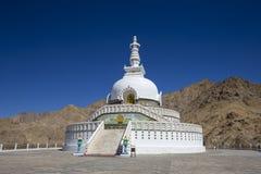 Widok Wysoka Shanti stupa z niebieskim niebem duża stupa w Leh i jeden od najlepszy buddyjskich stupas w, Jammu i Kaszmir, Ladakh Zdjęcie Stock