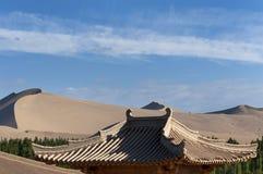 Widok wysokie diuny w pustyni blisko Dunhuang w Chiny Obrazy Royalty Free