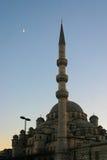 Widok Yeni Camii nowy meczet w Istanbuł przy  Zdjęcia Stock