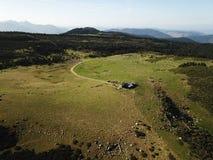 Widok z lotu ptaka łąka w Pyrenean, Francja zdjęcie royalty free