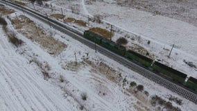 Widok z lotu ptaka ładunków taborowi dostarcza towary, paliwo, petrolium w zimie zbiory wideo