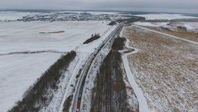 Widok z lotu ptaka ładunków taborowi dostarcza towary, paliwo, ropa naftowa w zimie zdjęcie wideo