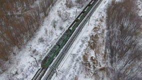 Widok z lotu ptaka ładunków taborowi dostarcza towary, paliwo, ropa naftowa w zimie zbiory wideo