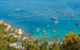 Widok z lotu ptaka łodzie rybackie w Ben Ngu nabrzeżu Nam Du Wyspa Obraz Royalty Free