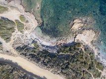 Widok z lotu ptaka ścieżka customs oficery, roślinność i Śródziemnomorski krzak, Corsica, Francja Sentier Du Douanier obraz stock