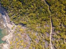 Widok z lotu ptaka ścieżka customs oficery, roślinność i Śródziemnomorski krzak, Corsica, Francja Sentier Du Douanier obrazy stock