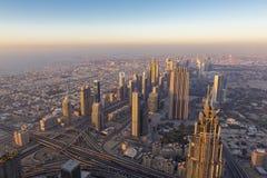Widok z lotu ptaka śródmieście w Dubaj z niebieskim niebem zdjęcia royalty free