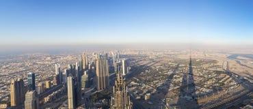 Widok z lotu ptaka śródmieście w Dubaj z niebieskim niebem zdjęcie royalty free
