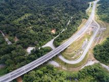 Widok z lotu ptaka Środkowego kręgosłupa CSR Drogowa autostrada lokalizować w Kuala lipis, pahang, Malaysia obraz stock