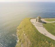 Widok z lotu ptaka światowe sławne falezy moher w okręgu administracyjnym Clare fotografia stock
