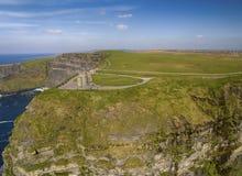 Widok z lotu ptaka światowe sławne falezy moher w okręgu administracyjnym Clare zdjęcie royalty free
