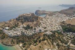 Widok z lotu ptaka antyczny akropol i wioska Lindos Fotografia Royalty Free