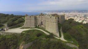 Widok z lotu ptaka antyczny forteca Menton lokalizował na Francuskim Riviera, Cote dAzur zdjęcie wideo