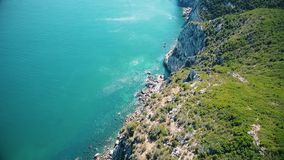 Widok z lotu ptaka Arrabida góry, Setubal, Portugalia zdjęcie wideo