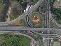 Widok z lotu ptaka autostrady okręgu ruch drogowy w Tajlandia miasta natury plenerowym punkcie zwrotnym Fotografia Stock