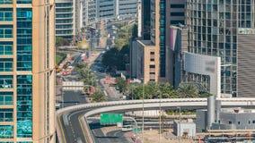 Widok z lotu ptaka autostrady skrzyżowanie w Dubaj, UAE, przy dnia czasem z ruchu drogowego timelapse zbiory wideo